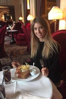 Auch ohne viel Make-Up eine natürliche Schönheit: Cathy Hummels zum Lunch im Hotel Costes.