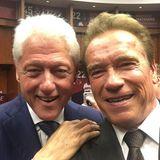 Arnold Schwarzenegger freut sich über das Wiedersehen mit Bill Clinton.