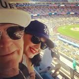 Katy Perry besucht mit ihrem Vater Keith ein Baseball-Spiel.