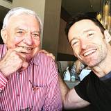 Auch Hugh Jackman würdigt seinen Vater Christopher John zum Vatertag.