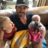 Auch Kelly Clarkson sendet Vatertagsgrüße an Brandon Blackstock via Twitter.
