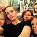 Auf dieses Vatertag-Bild haben sich neben seiner Frau und seinen Kindern auch die Neffen von Mark Wahlberg geschlichen.