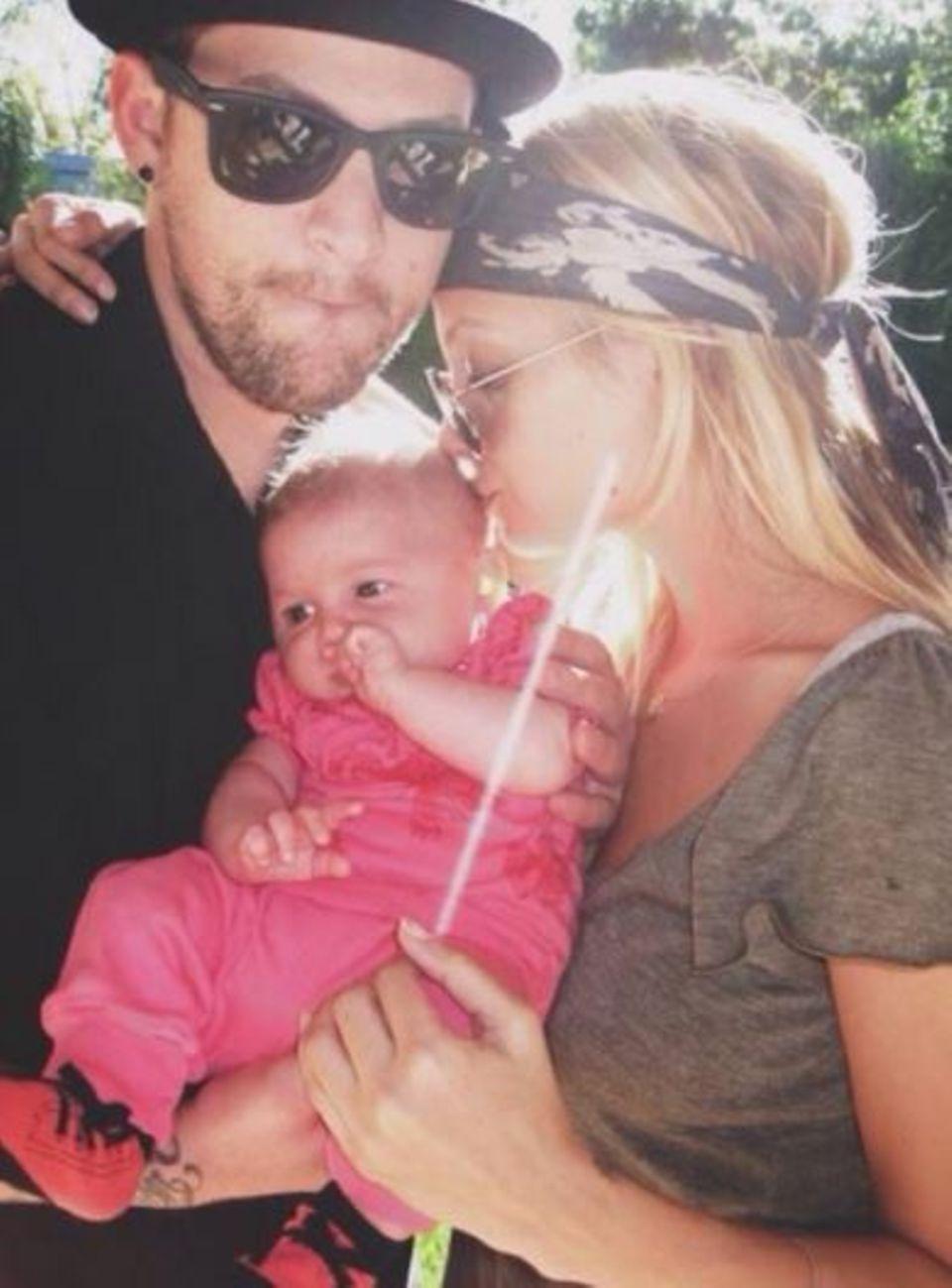 Nicole Richie hat zwei Männer an ihrer Seite, die sie heute beglückwünschen will: Zum einen ihren Mann und Vater ihrer Kinder Joel Madden ...