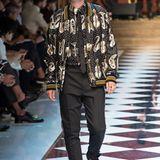 Jungmodel und Jude Laws Sohn Rafferty Law verdreht auf dem Laufsteg von Dolce & Gabbana die Köpfe des Publikums.