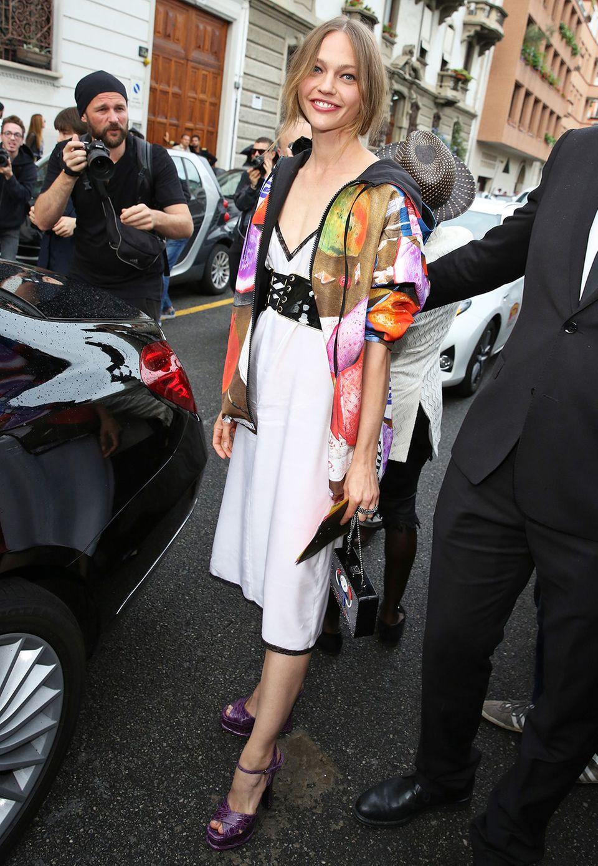 Sportlich und doch edel präsentiert sich Topmodel Sasha Pivovarova bei der Men's-Show von Prada.