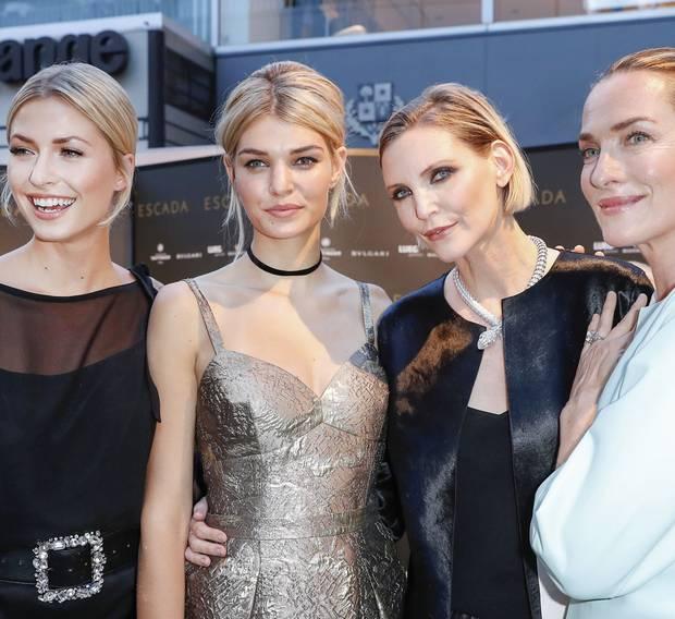 Großer Model-Auflauf bei Escada mit Lena Gercke, Luisa Hartema, Nadja Auermann und Tatjana Patitz.