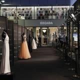 """""""Embrace the past, Celebrate the present, Inspire the future""""- unter diesem Motto wurden Escada-Vintage-Kleider gezeigt, die die Geschichte der Marke symbolisieren."""