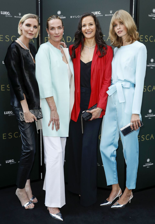Nadja Auermann, Tatjana Patitz, Claudia Mason und Julia Stegner freuen sich auf die Modenschau.