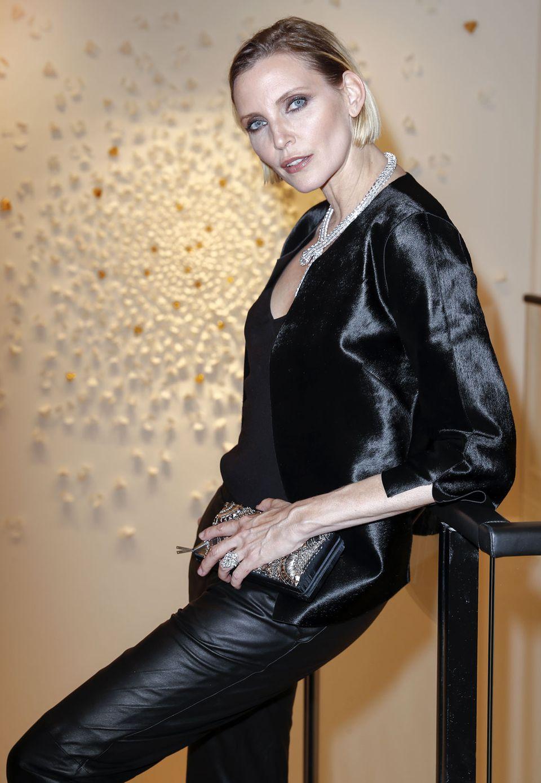Nadja Auermann, Supermodel der Neunziger, posiert lässig wie eh und je. Die 45-jährige Mutter von vier Kindern zeigt sich derzeit nur noch auf ausgewählten Events.