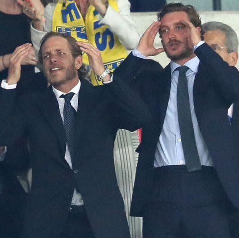 Andrea und Pierre Casiraghi feuern die belgische Mannschaft zum Sieg. Nur Prinzessin Stéphanies Sohn, Louis Ducruet, scheint das Spiel nicht sonderlich zu interessieren.