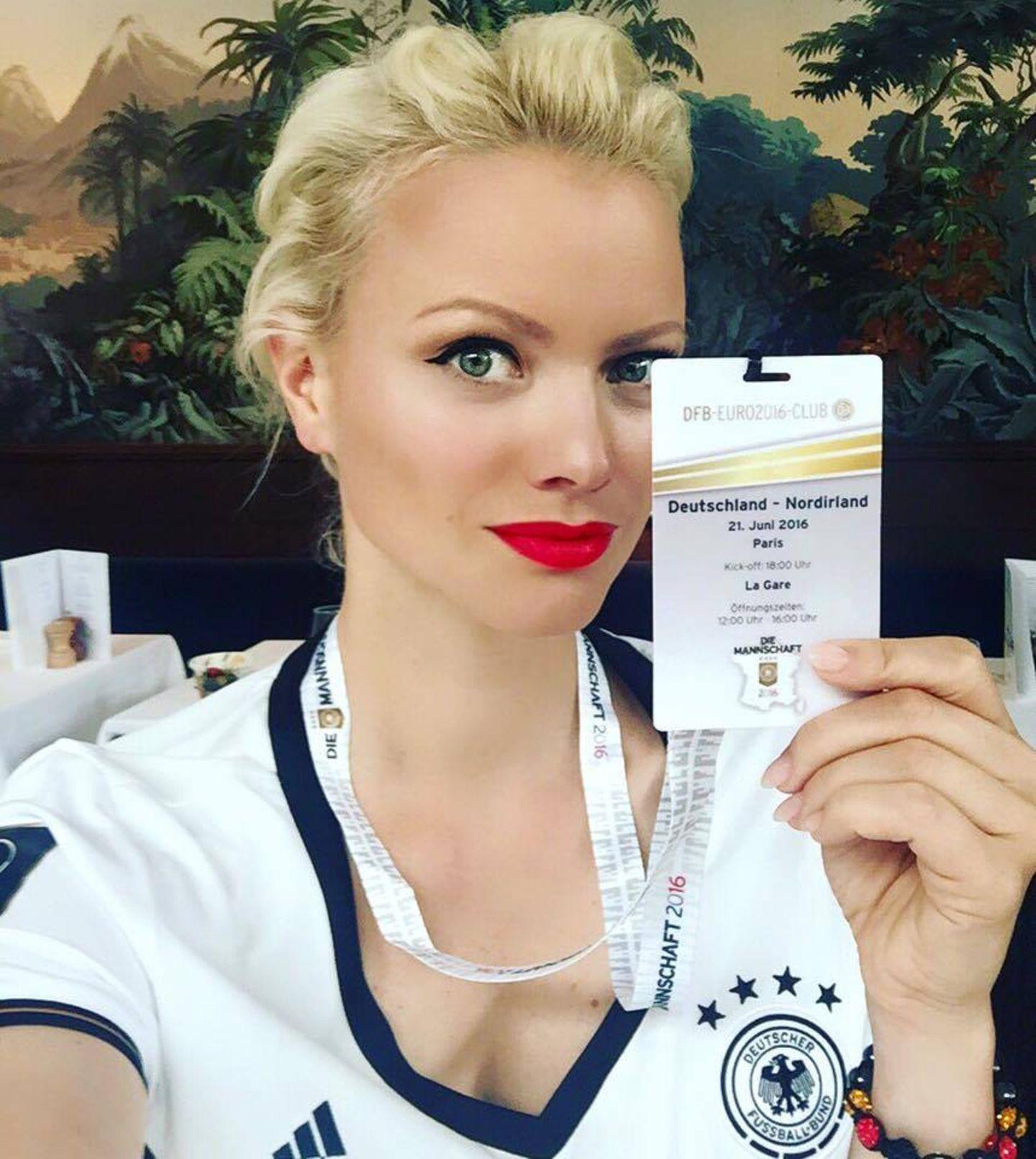 Franziska Knuppe kann das Spiel Deutschland gegen Nordirland live aus dem Stadion verfolgen.