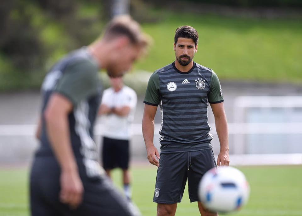 Kurz vor dem ersten Spiel wirkt Sami Khedira fokussiert und dennoch ruhig. Wir drücken die Daumen!