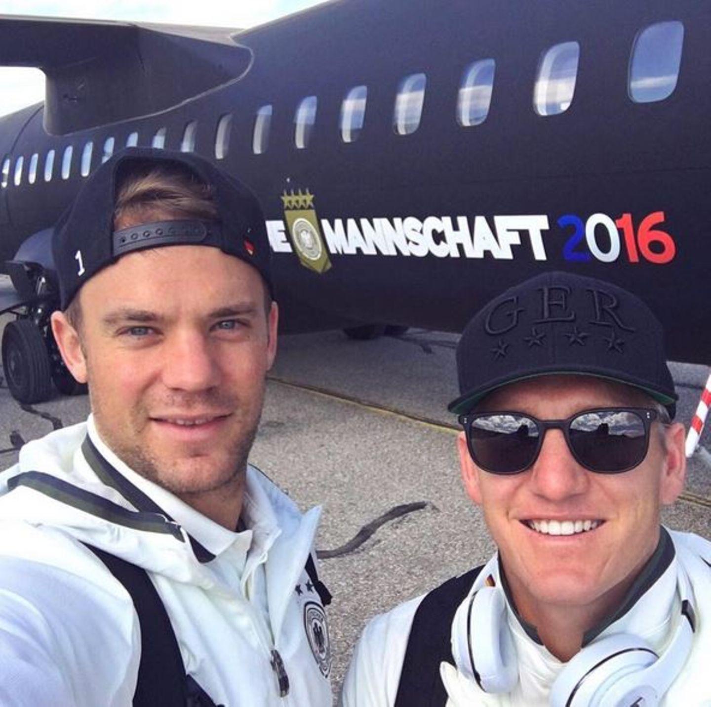 Manuel Neuer und Bastian Schweinsteiger fiebern dem Spiel gegen Nordirland entgegen.