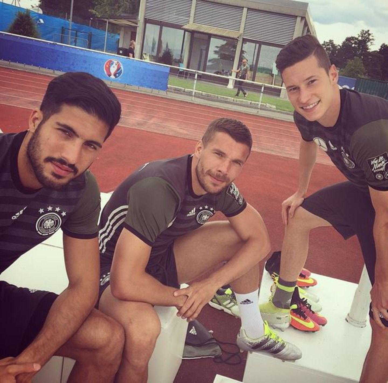 Emre Can, Lukas Podolski und Julian Draxler grpßen vom Trainingsplatz.