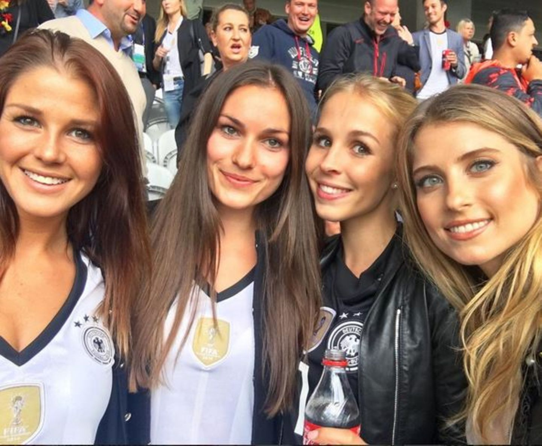 Lina Meyer (Freundin von Joshua Kimmich), Annika (Freundin von Jonas Hector), Nina Weiß (Freundin von Manuel Neuer) und Mats Hummels' Ehefrau Cathy fiebern mit.