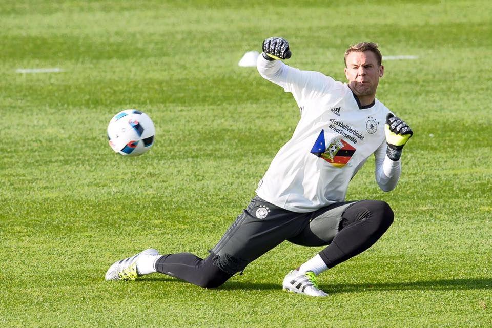 Die Spannung steigt: Aber unsere Nummer Eins, Manuel Neuer ist gut in Form.