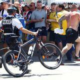 Dieser Polen-Fan flüchtet vor der Polizei.