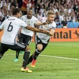 Shkrodan Mustafi feiert sein erstes Tor für die deutsche Mannschaft in dieser EM.