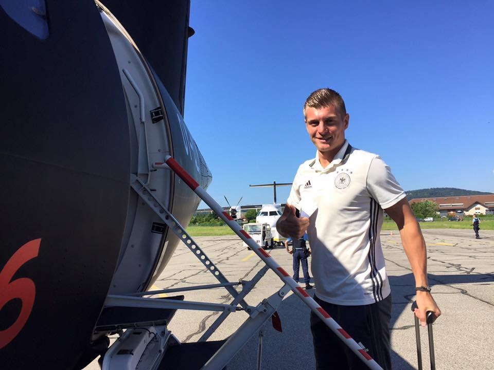 Auf nach Bordeaux: Toni Kroos wirkt sehr zuversichtlich. Wir drücken die Daumen für die Mannschaft.
