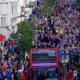 Die Fußballhelden aus Island werden zu Hause in Reykjavik von allen Inselbewohnern empfangen.