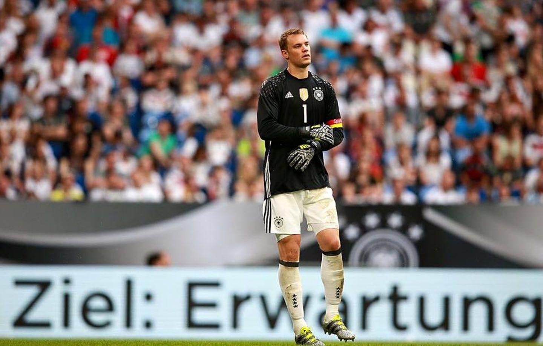 Unsere Nummer Eins, Manuel Neuer, weiß, was von der Mannschaft erwartet wird. Das Ziel ist groß, aber zu schaffen.