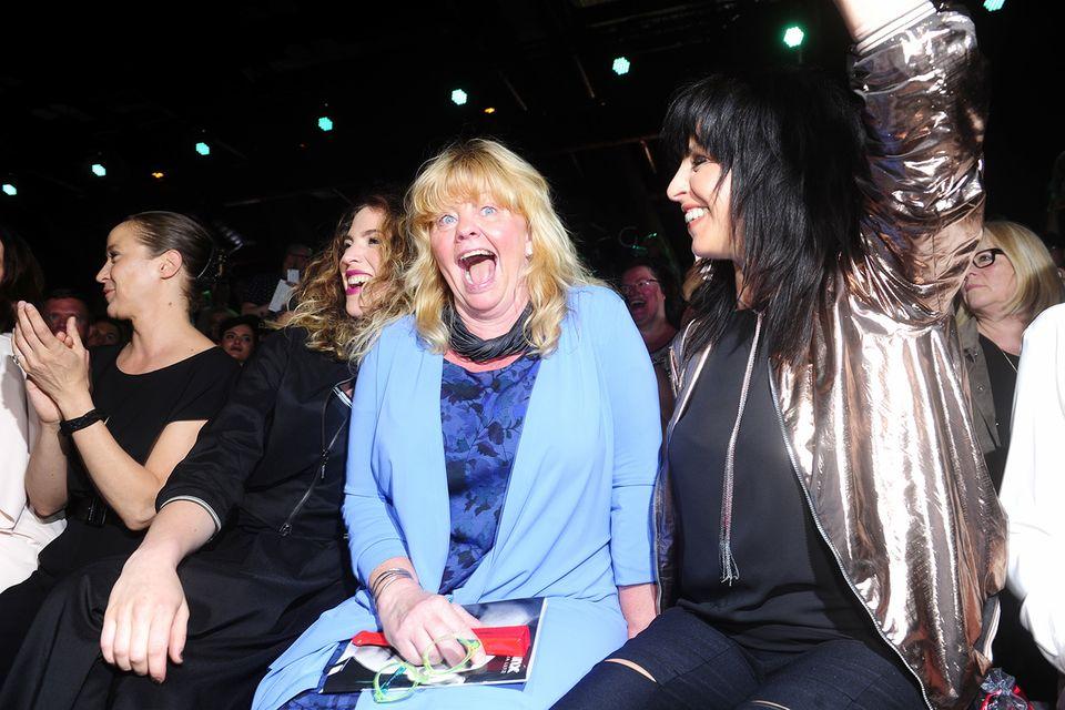 """Party mit """"Pippi"""": Larissa Kerner, """"Pippi Langstrumpf""""-Star Inger Nilssin und Nena amüsieren sich prächtig in der ersten Reihe der Fashion-Show von Minx by Eva Lutz."""