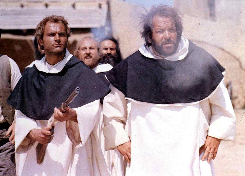 """1971  In """"Vier Fäuste für ein Halleluja"""" schlüpfen """"Trinity"""" Terence Hill und """"Bambino"""" Bud Spencer in jede Rolle."""