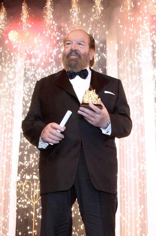 """November 2009  Immer für den guten Zweck zu haben: Bud Spencer kommt zu der """"Internationalen Unesco Charity Gala"""" nach Düsseldorf."""