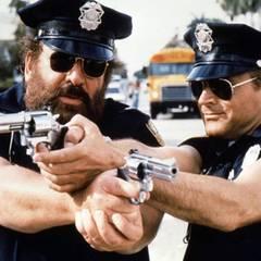 """Mai 1986  Mit Schauspielkollege Terrence Hill, bürgerlich Mario Girotti, verbindet Bud Spencer eine lange Freundschaft. Hier sind sie gemeinsam bei den Dreharbeiten zu """"Die Miami Cops""""."""