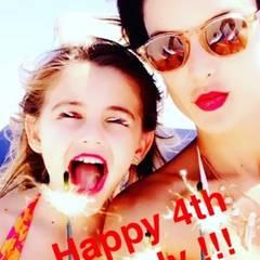 Alessandra Ambrosio und Tochter Anja haben zum Feiertag ein kleines Video aufgenommen.