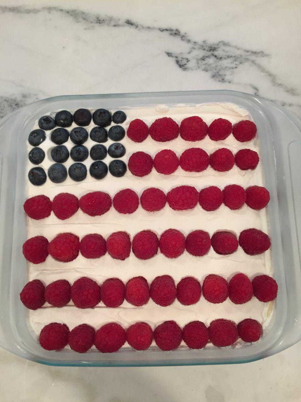 """Alyson Hannigan hat für ihre Familie den berühmten """"Flag Cake"""" gemacht."""
