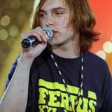 """Kim Frank, Sänger der deutschen Teenie-Gruppe Echt, bei einem seiner zahlreichen Auftritte. Mit dem Song """"Du trägst keine Liebe in dir"""" feiert er 1999 seinen größten Erfolg."""