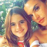 10. August 2016   Es ist immer besser, wenn wir zusammen sind, schreibt Alessandra Ambrosio zu diesem Foto von sich und ihrer süßen Tochter Anja. Beide sind gerade in Rio de Janeiro.