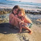 10. Juli 2016   Geschwisterliebe: Dieses tolle Urlaubsfoto von Anja und Noah Ambrosio Mazur lässt nicht nur Alessandra Ambrosios Herz schneller schlagen, auch wir sind entzückt.