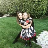 1. November 2016   Dieses Halloweenbild gruselt kein bisschen. Ganz im Gegenteil, wir sind entzückt von Alessandra und Anja.