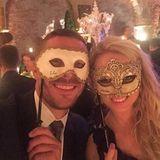 Lukas und Monika Podolski posten ein Bild von den Hochzeits-Feierlichkeiten auf Facebook.