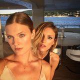 Supermodel-Selfie mit Constance Jablonski und Anja Rubik