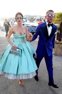 Shermine Sharivar und Lapo Elkann sind DAS Hingucker-Pärchen des gesamten Charity-Events, Shermine im Fifties-Look und Lapo im stylischen, blauen Anzug.