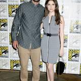 Justin Timberlake und Anna Kendrick sind mit ihrer Farbwahl zwar im Partnerlook, die grauen Outfits sind und bleiben leider etwas langweilig.