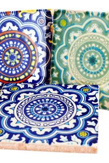 Hispanic-Hit: Diese handbemalten Fliesen zieren Bäder von den Balearen bis Mexiko (Mexambiente, je ca. 3 Euro)