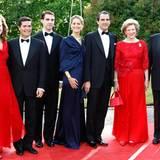 Zur Hochzeit von Kronprinzessin Victoria 2010 zeigt sich Griechlands Königsfamilie - Königin Anne-Marie ist immerhin eine Cousine von König Carl Gustaf - auf dem roten Teppich beim Pre-Wedding-Dinner.