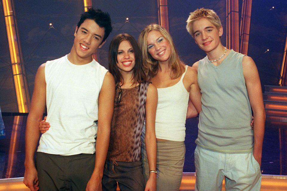Amid, Sarah, Marie und John: 1999 stürmen die vier Teenager mit Coversongs von ABBA die Charts. Wir zeigen ihnen, was aus den ehemaligen Teeniestars geworden ist.