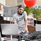 DJ Oliver Tabillion heizte den Gästen mit tollen Tracks und lässigen Sommersounds ein.