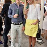 Jenny Elvers und Sohn Paul gehören zu den stylischsten Gästen des GALA Fashion Brunchs und genießen ein eiskaltes Wasser von Badoit.