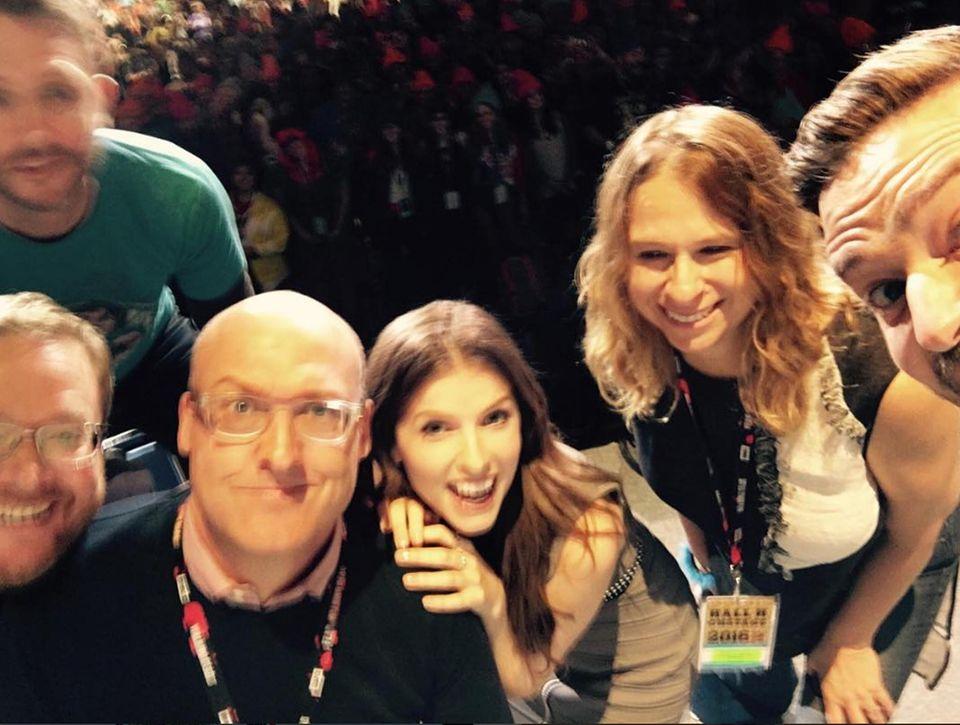 """""""Selfie-fail"""", schreibt Justin Timberlake zu seinem ersten Bild von der Comic-Con. Zumindest Kollegin Anna Kendrick ist gut zu erkennen."""