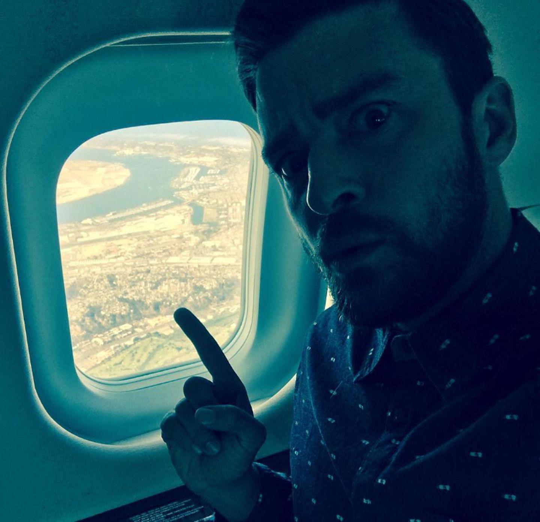 """Justin Timberlake freut sich schon vor der Ankunft in San Diego auf die Comic-Con. """"ComicCon!!! Ich weiß, du bist irgendwo dort unten ...Ich komme!"""", schreibt er noch aus dem Flugzeug."""