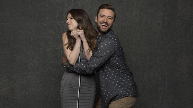"""Anna Kendrick und Justin Timberlake sprechen in der Originalversion die Hauptfiguren des Animationfilms """"Trolls"""". Bei einem Fotoshooting während der Comic-Con zeigen sie, das sie sich nicht nur beruflich hervorragend verstehen."""