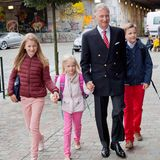 Ein typisches Ritual in Belgien: König Philippe begleitet seine Kinder immer persönlich an ihrem ersten Schultag. 2015 ist es seine jüngste Tochter Prinzessin Eléonore, die - wie ihre Geschwister vor ihr - im Sint-Jan Berchmanscollege eingeschult wird.