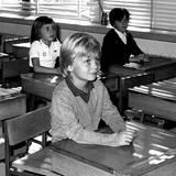Prinz Felipe kommt 1973 in die Schule Santa Maria de los Rosales in Madrid. Wie es für seine Mitschüler wohl ist, mit Spaniens Thronfolger in die Klasse zu gehen?