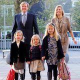 Zum ersten Schultag in der Bloemcampschool in Wassenaar muss Prinzessin Ariane 2011 nicht alleine gehen. Ihre Eltern begleiten sie, aber auch ihre beiden Schwestern Alexia und Amalia.